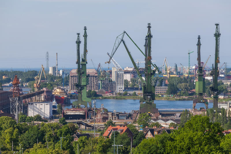 Sikt av den historiska Gdansk skeppsvarven - Polen royaltyfri foto