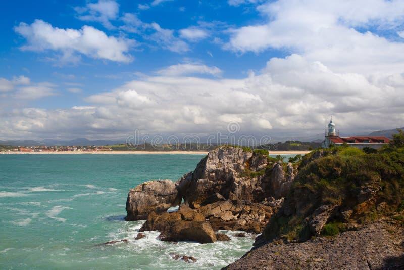 Sikt av den historiska Portofino fyren, Santander, Spanien arkivfoton