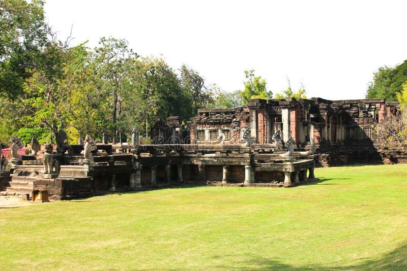 Sikt av den historiska Prasat Hin Phimai slotten arkivfoton
