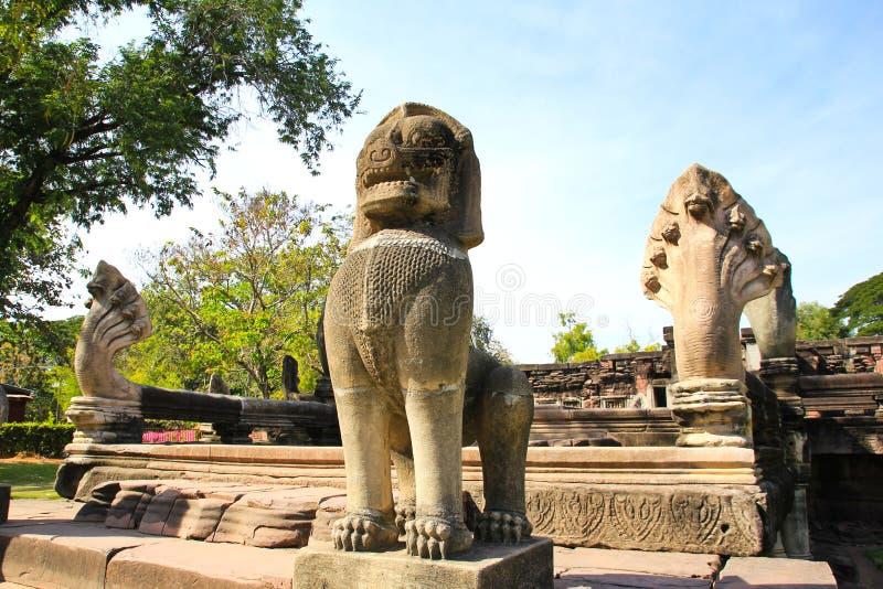 Sikt av den historiska Prasat Hin Phimai slotten royaltyfri bild