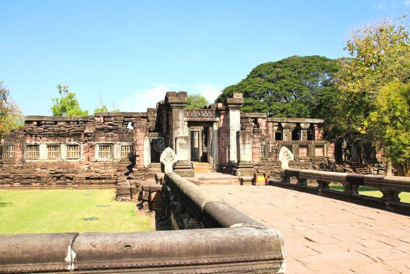 Sikt av den historiska Prasat Hin Phimai slotten royaltyfri foto