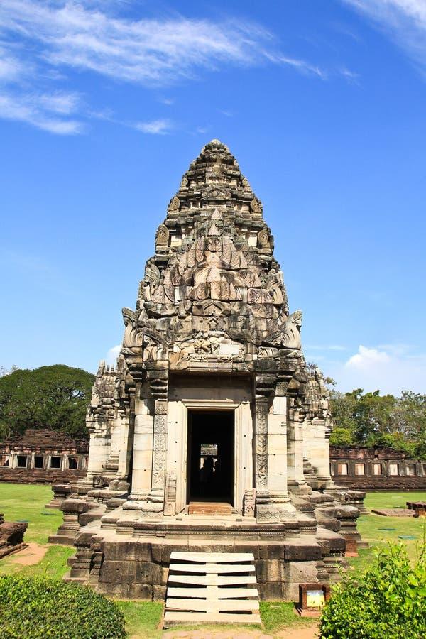 Sikt av den historiska Prasat Hin Phimai slotten arkivfoto