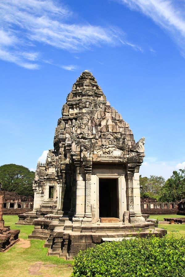 Sikt av den historiska Prasat Hin Phimai slotten arkivbilder