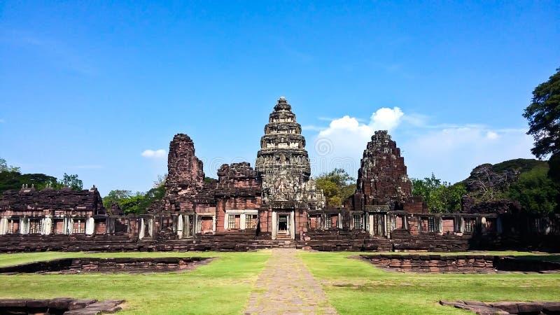 Sikt av den historiska Prasat Hin Phimai slotten royaltyfria bilder