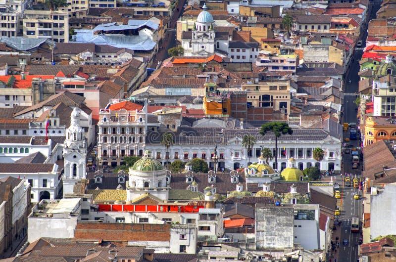 Sikt av den i stadens centrum Quito royaltyfri fotografi