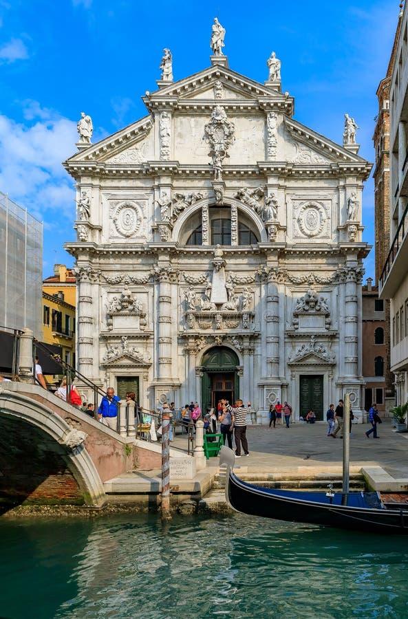 Sikt av den iconic Chiesaen di San Moise, en barock stil, romare C royaltyfria bilder
