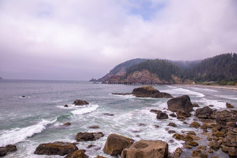 Sikt av den indiska stranden, Ecola delstatspark Oregon arkivbilder