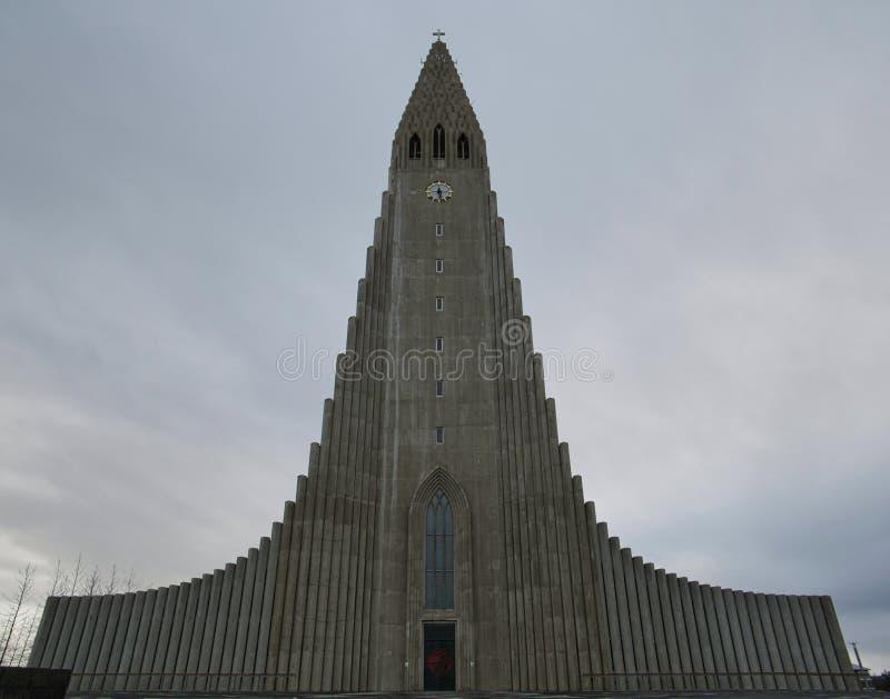 Sikt av den isländska tillståndskyrkan i Reykjavik arkivbilder