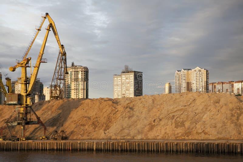 Sikt av den Khimki behållaren och den norr flodterminalen (nordliga administrativa Okrug) arkivfoton