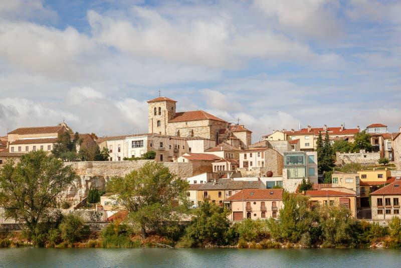 Sikt av den klassiska delen av staden av Zamora, Spanien royaltyfri bild