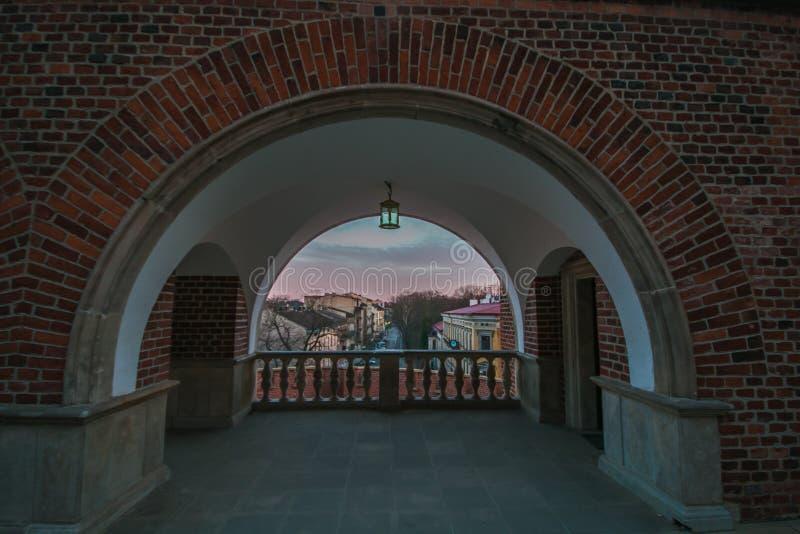 Sikt av den Krakow staden från bågen av den Wawel slotten, Polen royaltyfri fotografi