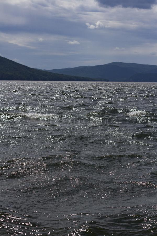 Sikt av den Krasnoyarsk beh?llaren Krasnoyarsk hav arkivfoto