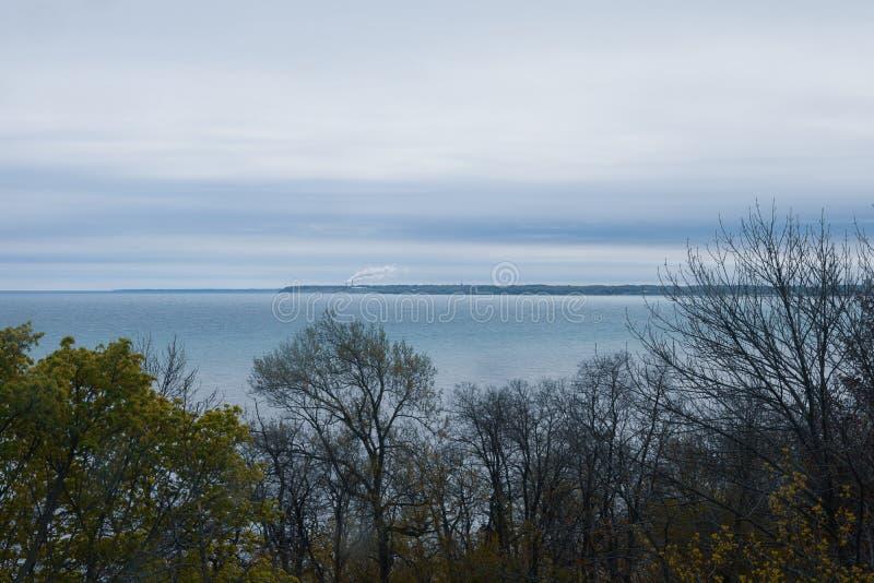 Sikt av den Lake Michigan kustlinjen, Milwaukee Wisconsin arkivbilder