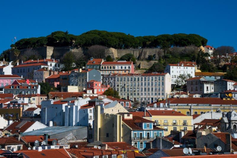 Sikt av den Lissabon staden och helgonet George Castle Castelo de Sao Jorge fotografering för bildbyråer
