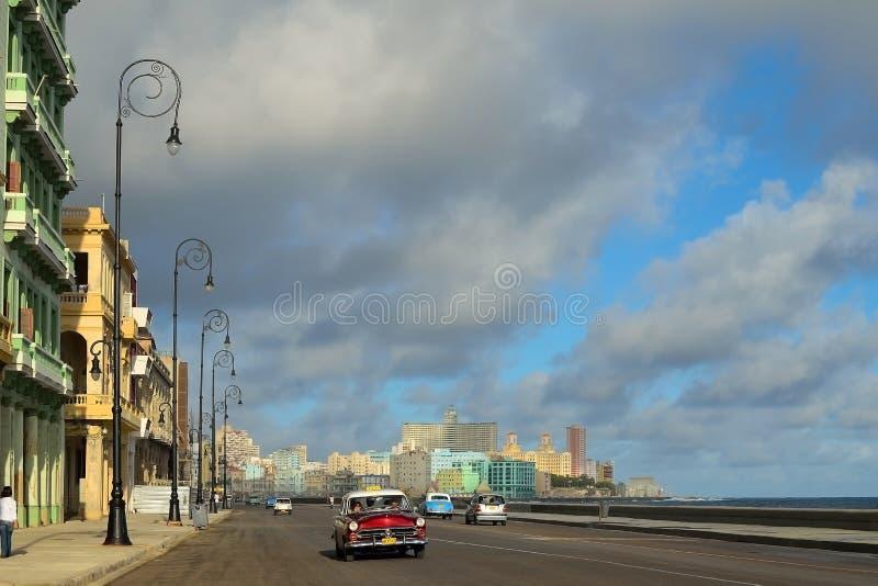 Sikt av den Malecon strandpromenaden i Havana Cuba royaltyfria foton