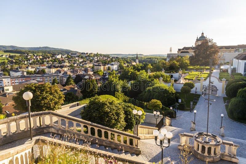 Sikt av den Melk staden i Österrike fotografering för bildbyråer