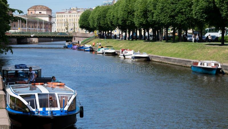 Sikt av den Moyka floden i St Peterburg royaltyfri foto