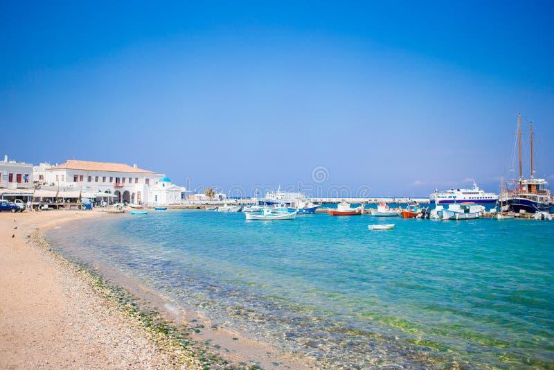 Sikt av den Mykonos stadhamnen i Mykonos, Cyclades, Grekland fotografering för bildbyråer