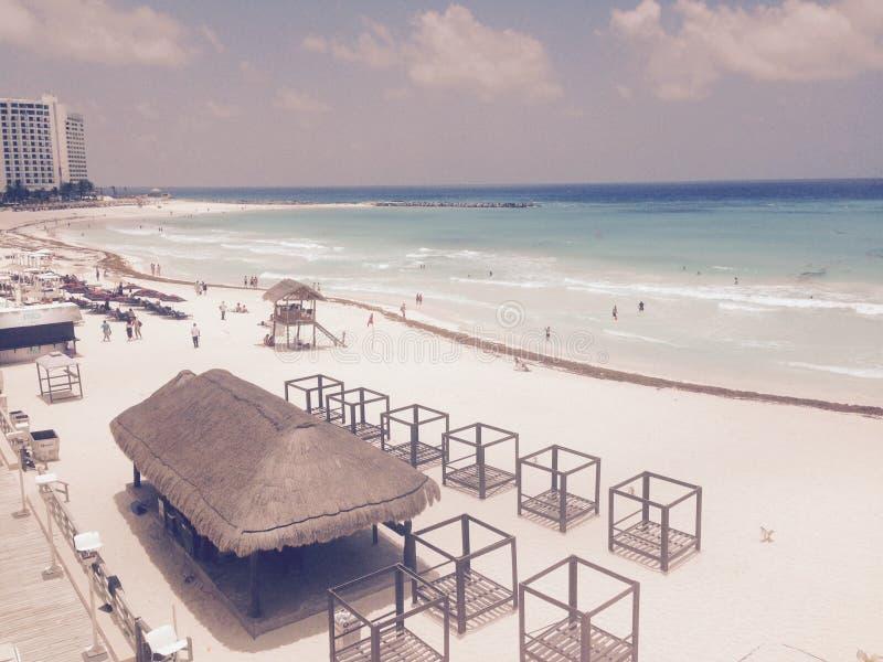 Sikt av den nätta stranden i Playa del Carmen, Mexico semester royaltyfria foton