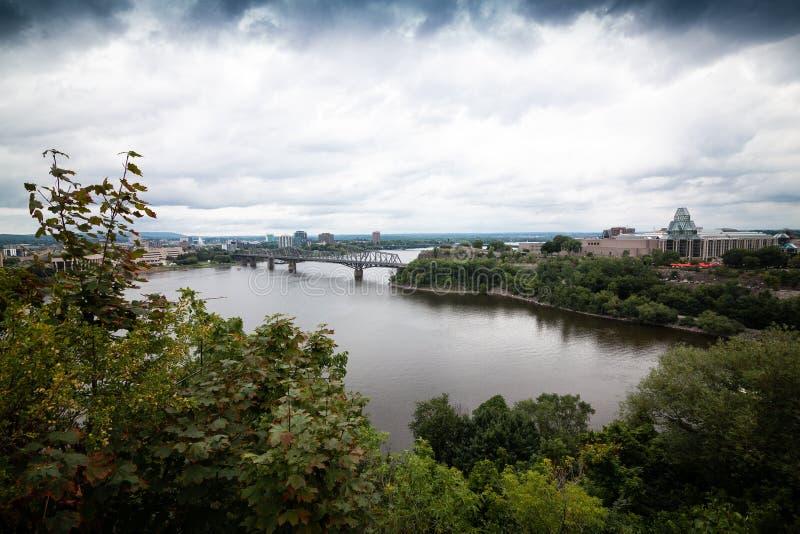 Sikt av den Ottawa floden royaltyfria bilder