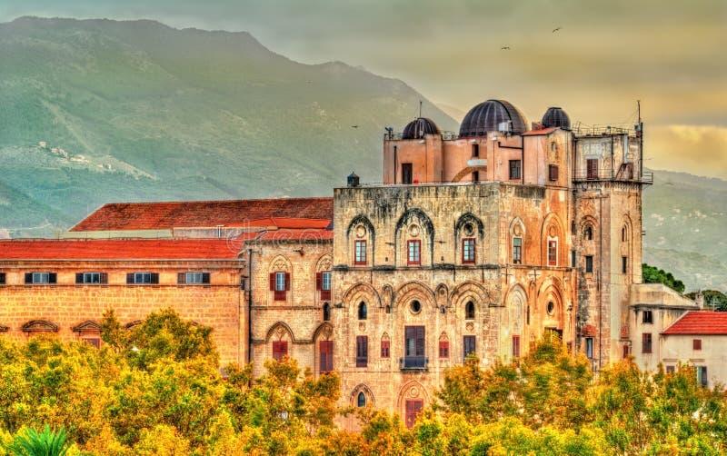 Sikt av den Palazzo deien Normanni i Palermo - Sicilien, Italien royaltyfria foton