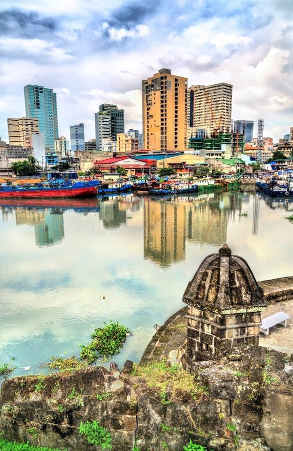 Sikt av den Pasig floden från fortSantiago i Manila, Filippinerna royaltyfria bilder