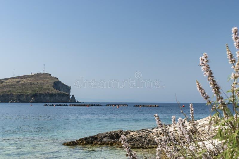 Sikt av den Porto Palermo fjärden arkivbilder