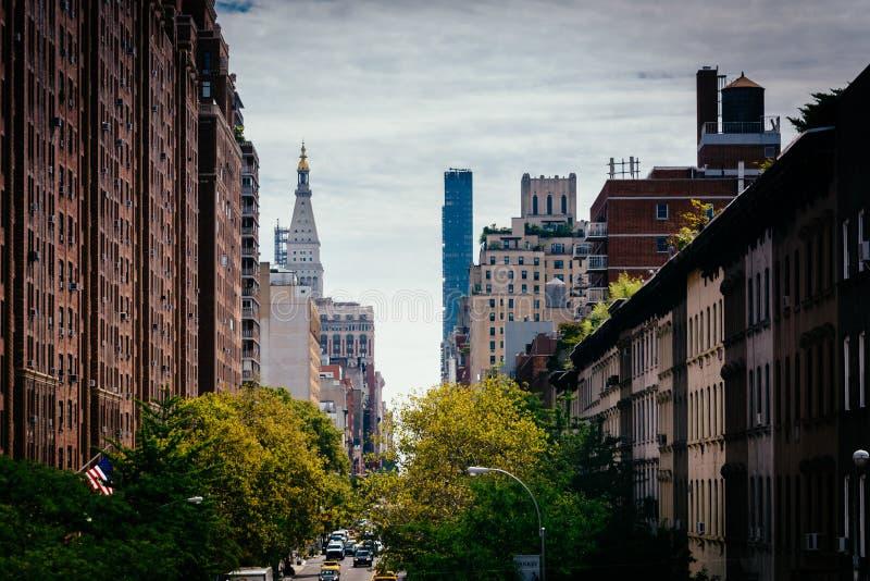 Sikt av den 23rd gatan från den höga linjen i Chelsea, Manhattan, Ne royaltyfri foto