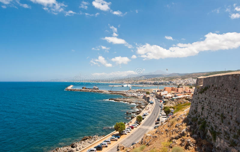 Sikt av den Rethymno staden crete greece fotografering för bildbyråer