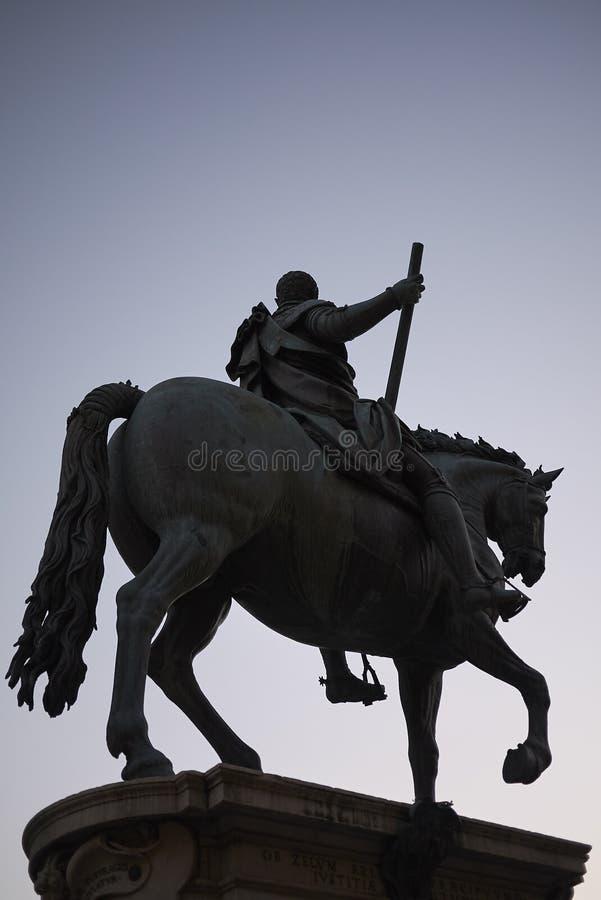 Sikt av den rid- monumentet av Cosimo I royaltyfri bild