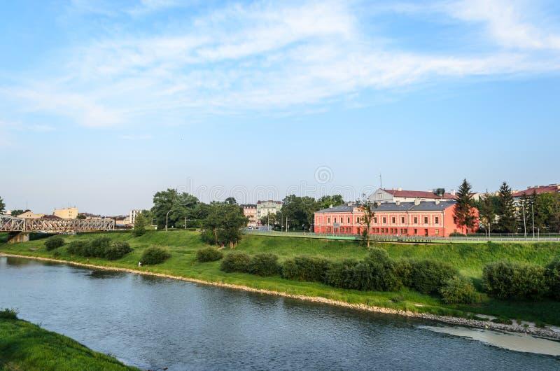 Sikt av den San floden Przemysl - polsk stad på gränsen med Ukraina Peyziz En handelsresande ska falla förälskat med denna flod,  royaltyfri foto