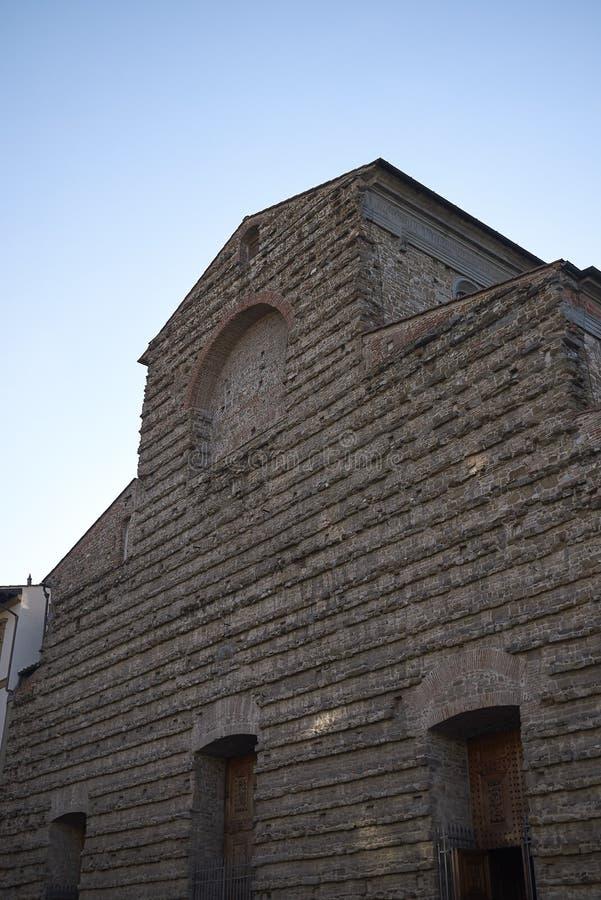 Sikt av den San Lorenzo kyrkan arkivfoto