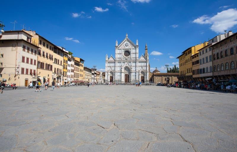 Sikt av den Santa Croce kyrkan i Florence i Firenze, Tuscany, Italien royaltyfri fotografi