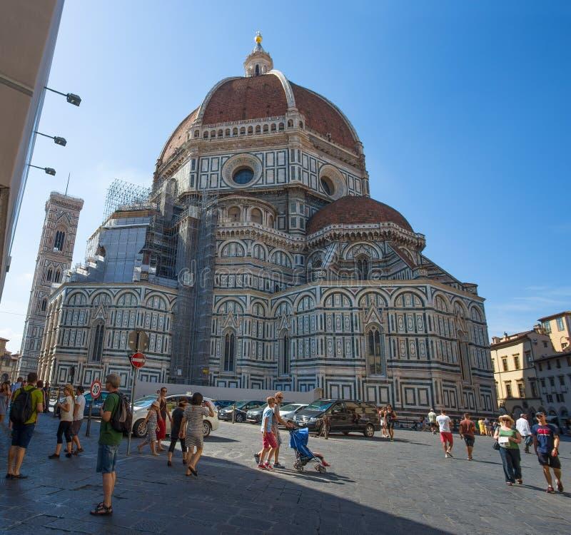 Sikt av den Santa Maria deien Fiori, kupolen och tornet för Giotto ` s Klocka från baksidan i Florence Firenze, Tuscany, Italien royaltyfri bild