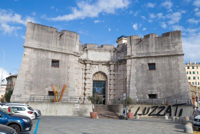 Sikt av den Siberian dörren Porta Sibirien i forntida port, `-Porto Antico ` av Genua, Italien royaltyfria foton