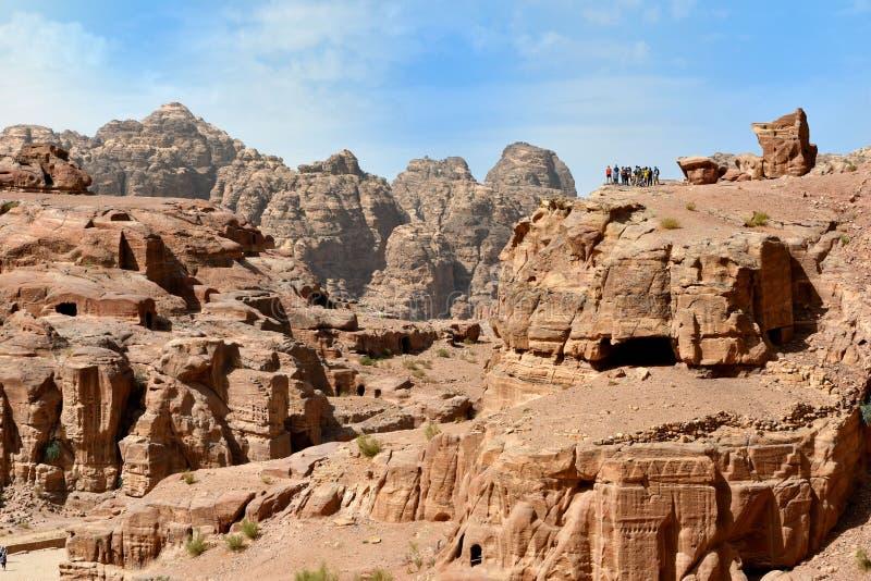 Sikt av den Siq kanjonen Petra Jordan arkivfoton