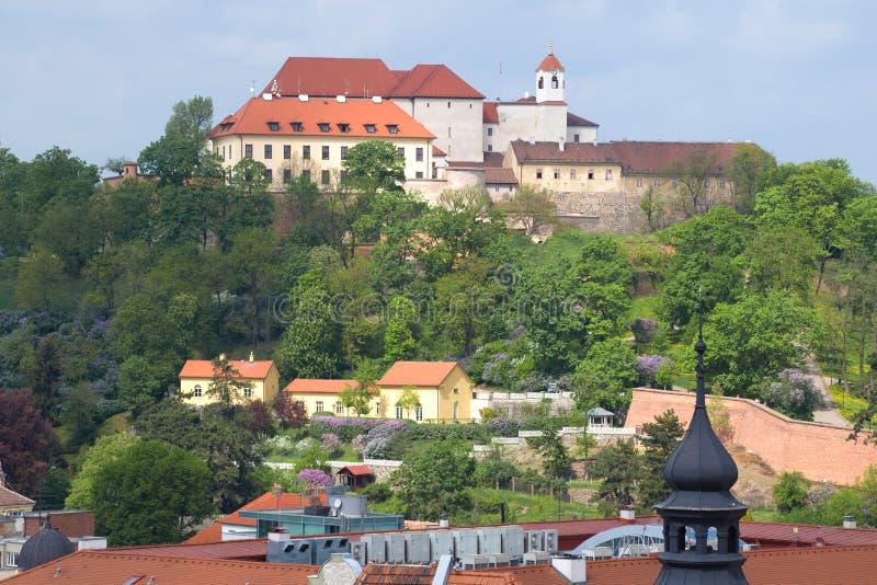 Sikt av den Spielberk slotten på en solig vårdag brno tjeckrepublik royaltyfri bild