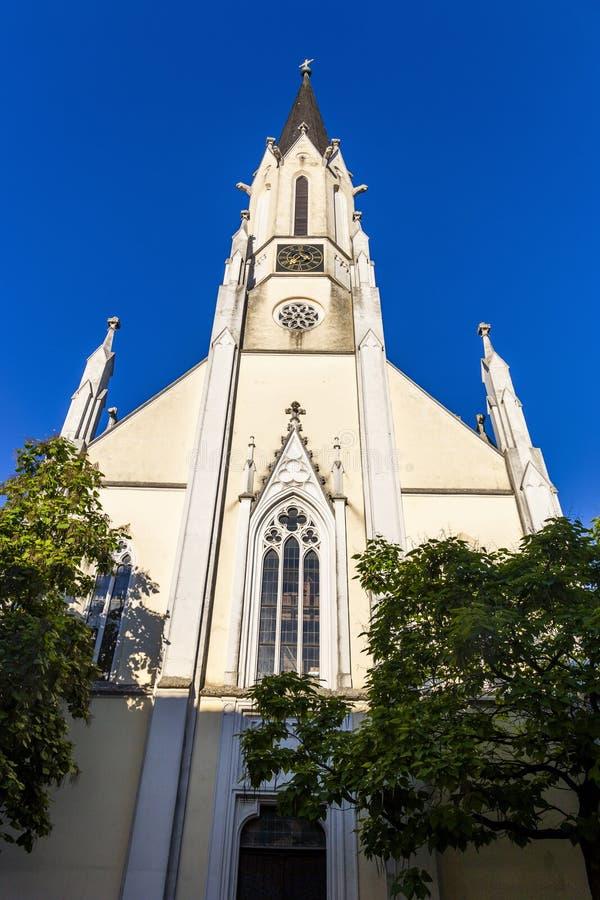Sikt av den Stadtpfarrkirche kyrkan i den Melk staden i Österrike arkivfoto