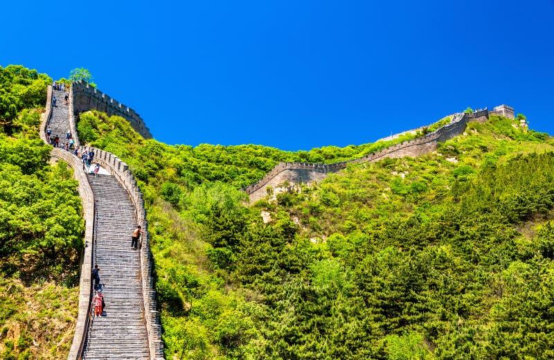 Sikt av den stora väggen på Badaling - Kina arkivfoton