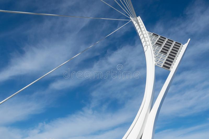 Sikt av den strukturella pylonen av den Flaiano bron i Pescara, A arkivfoton