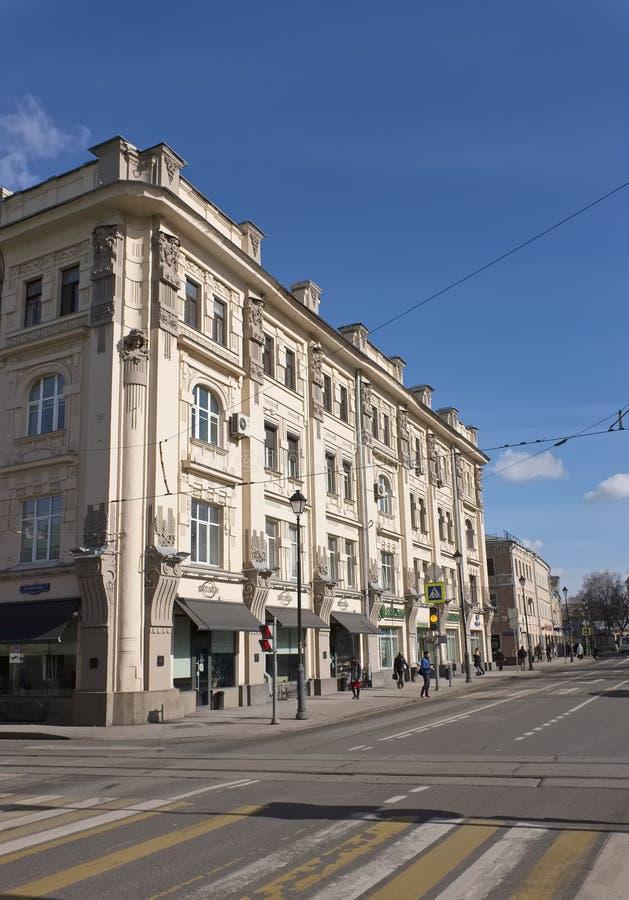 Sikt av den tidigare köpmannen Rakhmanov för bröd för lägenhethus arkivbild