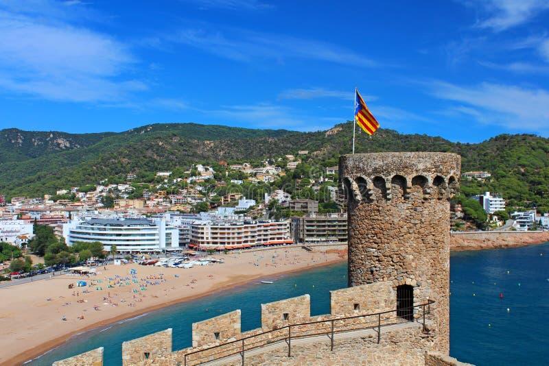 Sikt av den Tossa de Mar byn från gammal slott royaltyfri bild