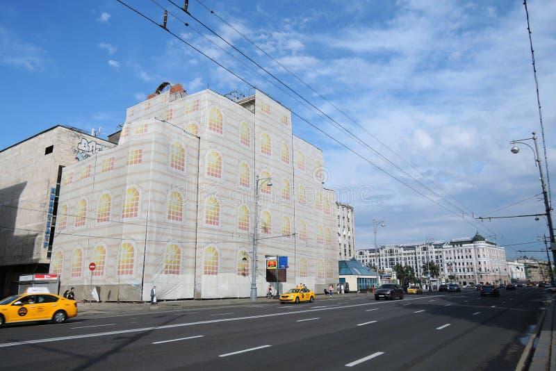 Sikt av den Tverskaya gatan i Moskva arkivfoton