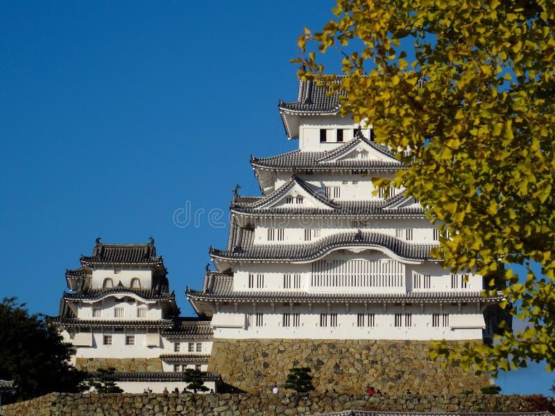 Sikt av den underbara Himeji slotten i Japan royaltyfria foton