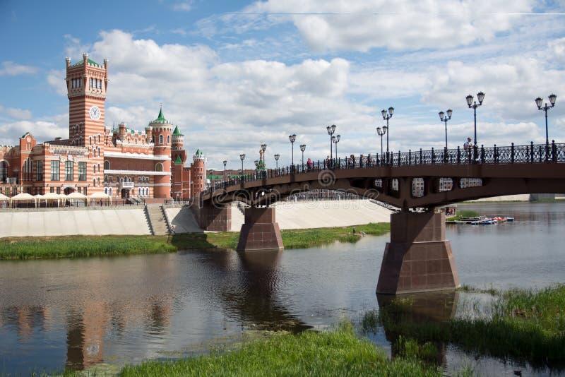 Sikt av den Voskresenskiy bron fotografering för bildbyråer