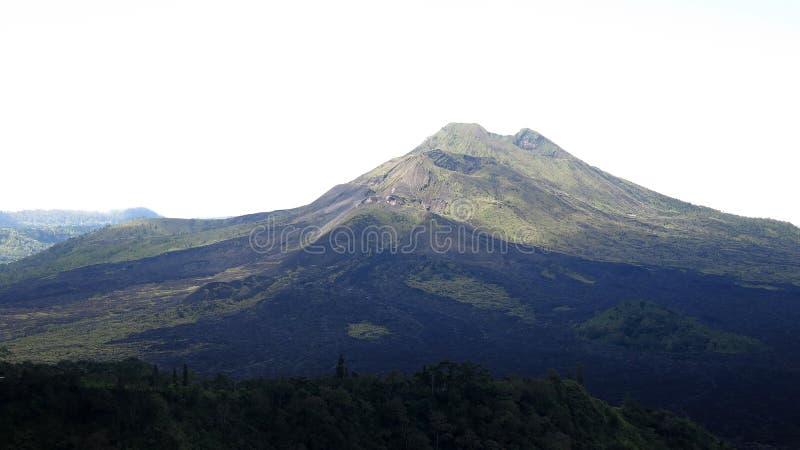 Sikt av den vulkaniska calderaen av Batur, i den Kintamani bergregionen arkivbild
