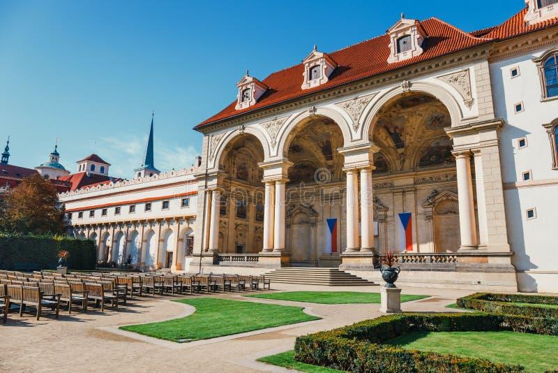 Sikt av den Wallenstein trädgården i Prague arkivbilder