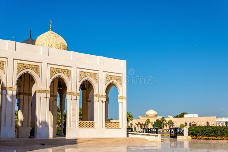Sikt av den Zabeel moskén i Dubai royaltyfria bilder