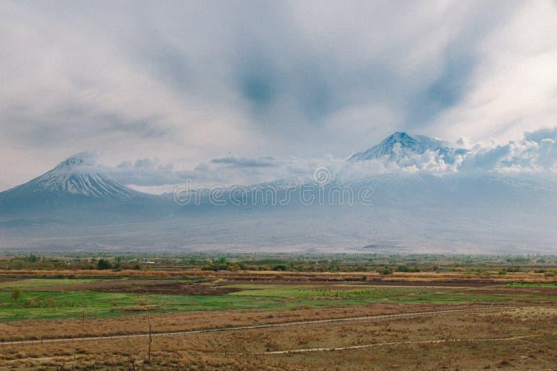 Sikt av det ararat berget i moln royaltyfria foton