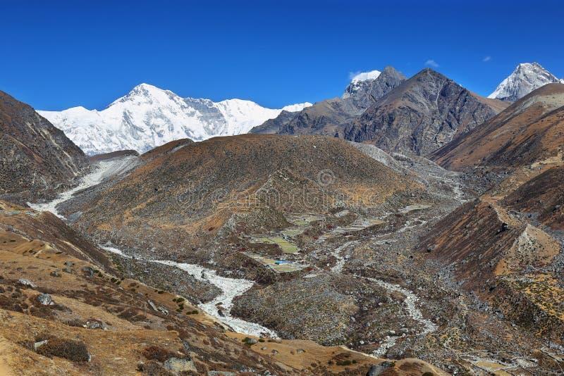 Sikt av det Cho Oyu maximumet, Nepal royaltyfri fotografi